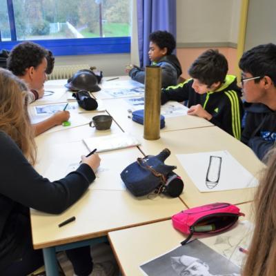 Ateliers artistiques, scientifiques et historiques, en collèges et lycées.
