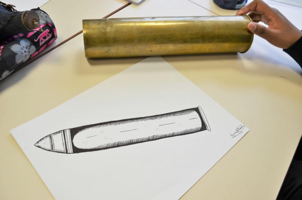 Découverte du dessin scientifique à l'aide d'objets de tranchée